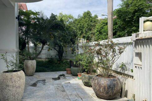 Bán biệt thự Ciputra khu T2, nội thất siêu xịn, gần trường học quốc tế (2)