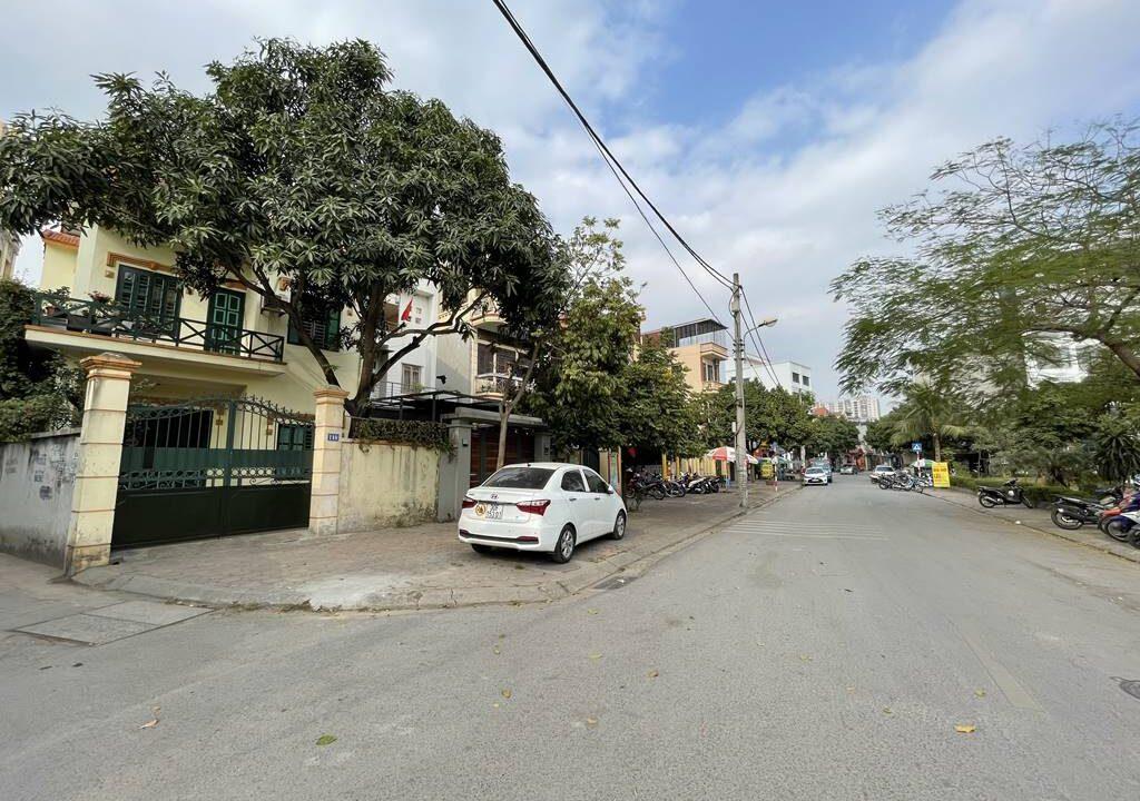 Bán nhà mặt phố Ái Mộ, phường Bồ Đề, quận Long Biên, dt 160m2. Giá 170trm2! (2)