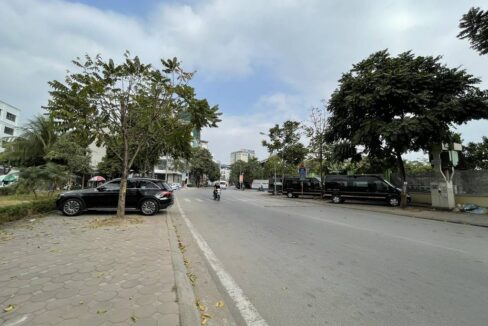 Bán nhà mặt phố Ái Mộ, phường Bồ Đề, quận Long Biên, dt 160m2. Giá 170trm2! (9)