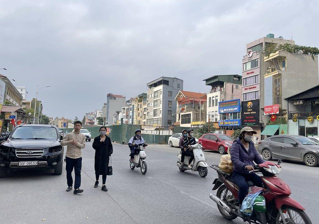 Bán nhà mặt phố Hồng Tiến vị trí HOA HẬU, cam kết kinh doanh tốt (3)