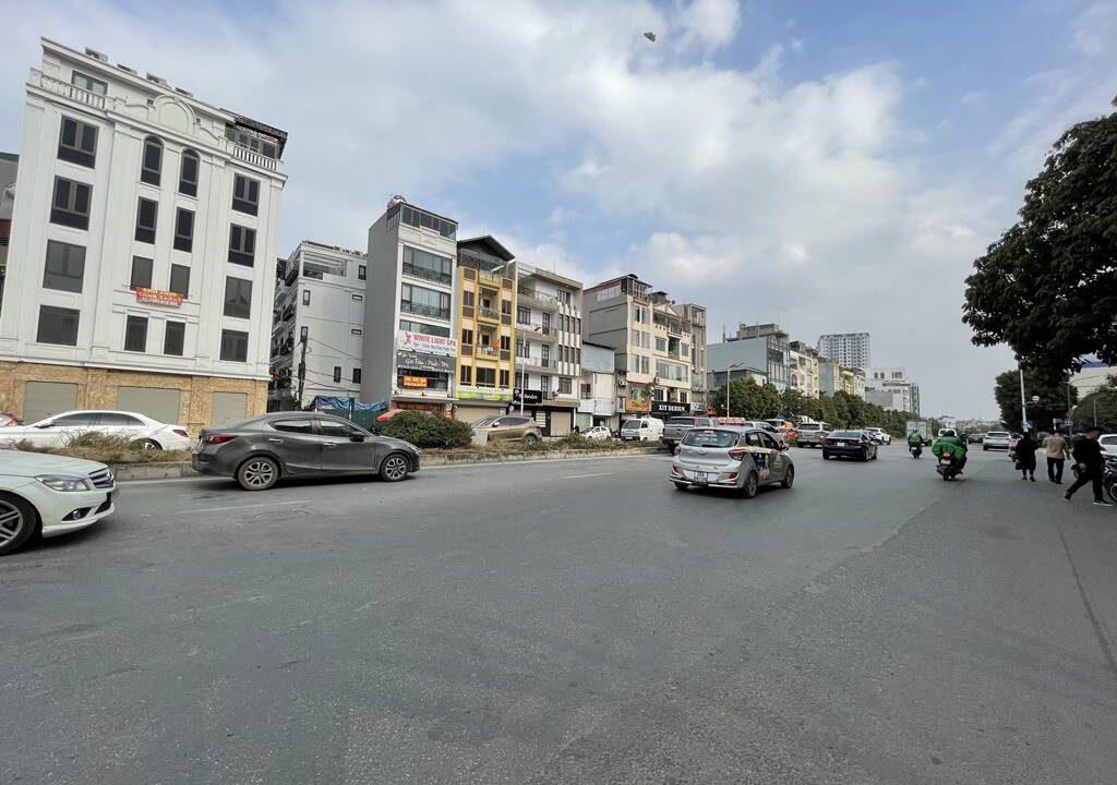Bán nhà mặt phố Hồng Tiến vị trí HOA HẬU, cam kết kinh doanh tốt (5)