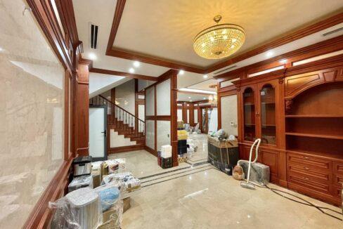 Biệt thự đơn lập Vinhomes Riverside bán, diện tích 315 m2, đủ đồ (1)
