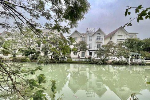 Cho thuê biệt thự Vinhomes Riverside khu Hoa Sữa nội thất hiện đại (1)
