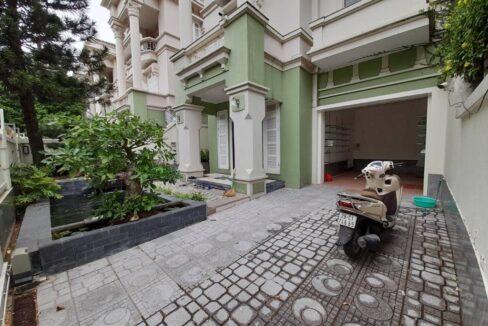 Cho thuê biệt thự T5 Ciputra sân vườn rộng, gần trường SIS (1)
