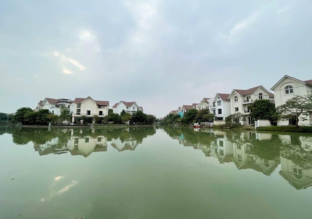 Cho thuê gấp biệt thự song lập đủ đồ tại Vinhomes Riverside (15)