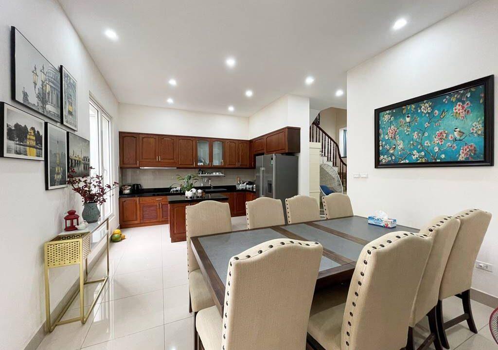 Cho thuê gấp biệt thự song lập đủ đồ tại Vinhomes Riverside (3)