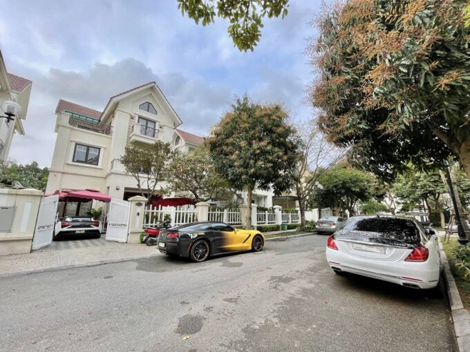 Bán biệt thự đơn lập Vinhomes Riverside full nội thất cao cấp. Giá bán 56.5 tỷ (1)