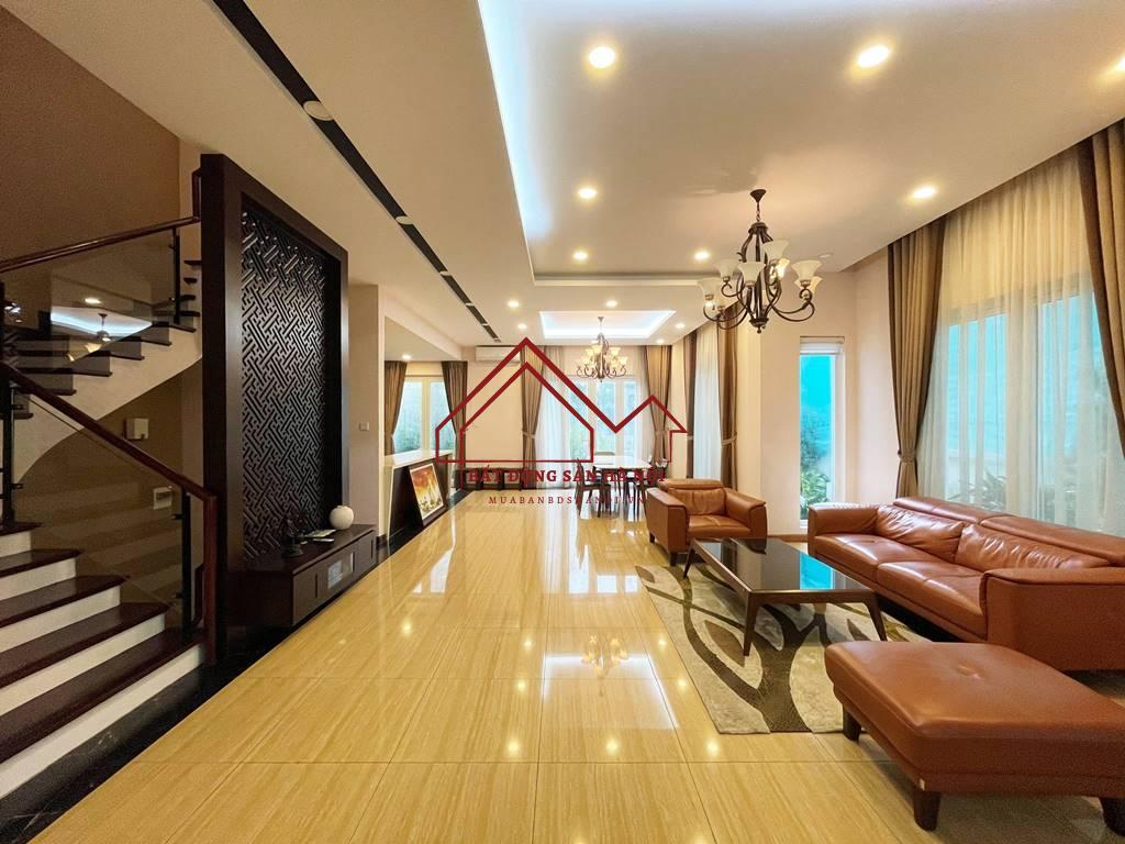 Biệt thự song lập cho thuê Vinhomes Riverside, 225m2, 4PN & 5VS