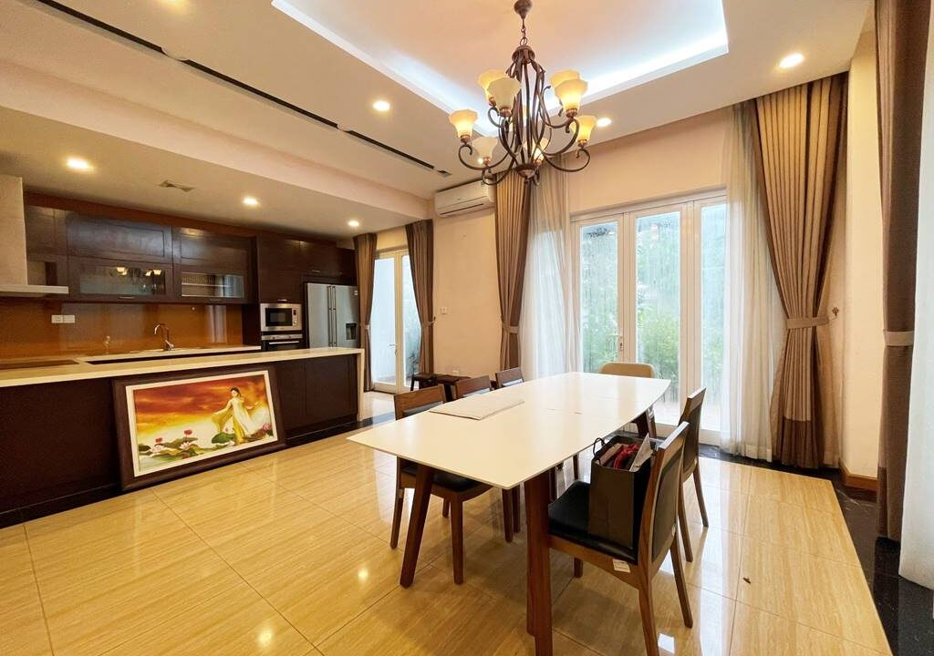 Biệt thự song lập cho thuê Vinhomes Riverside, 225m2, 4PN & 5VS (2)