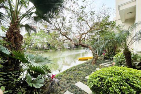 Cho thuê nhà riêng không đồ tại khu Vinhomes Riverside (1)