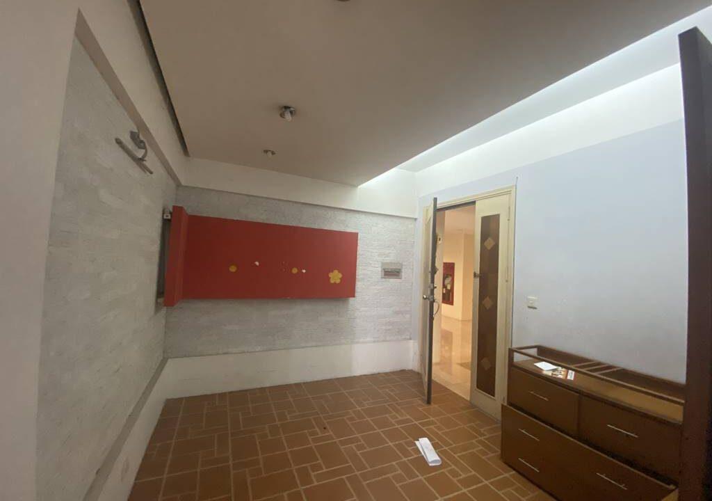 Bán căn hộ 3 phòng ngủ, đồ cơ bản, chung cư G2 Ciputra (13)