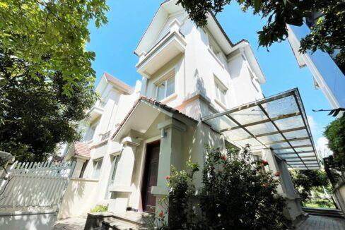 Cho thuê biệt thự 225m2 Vinhomes Riverside gần trường BIS (1)