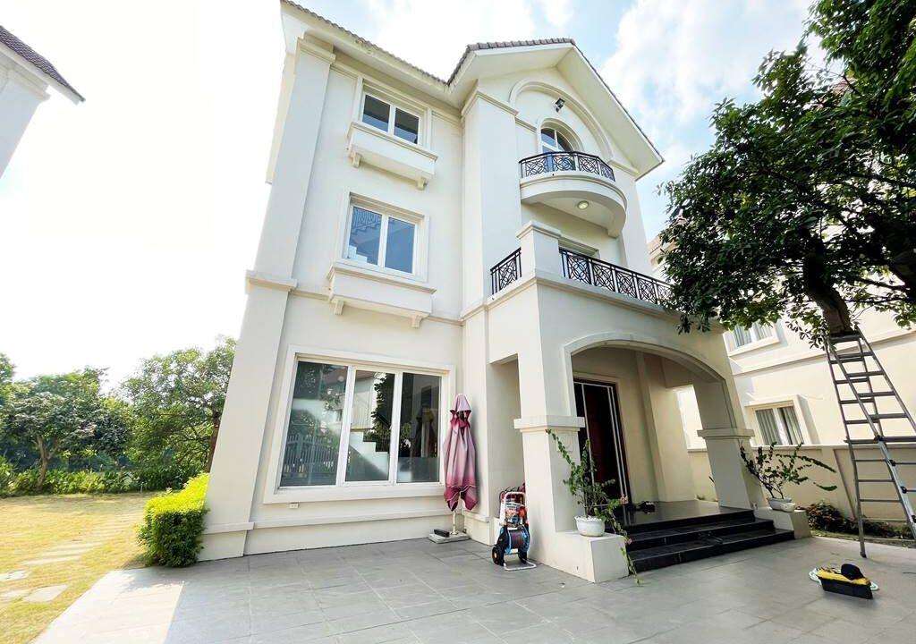 Cho thuê biệt thự đơn lập không đồ tại KĐT Vinhomes Riverside (1)