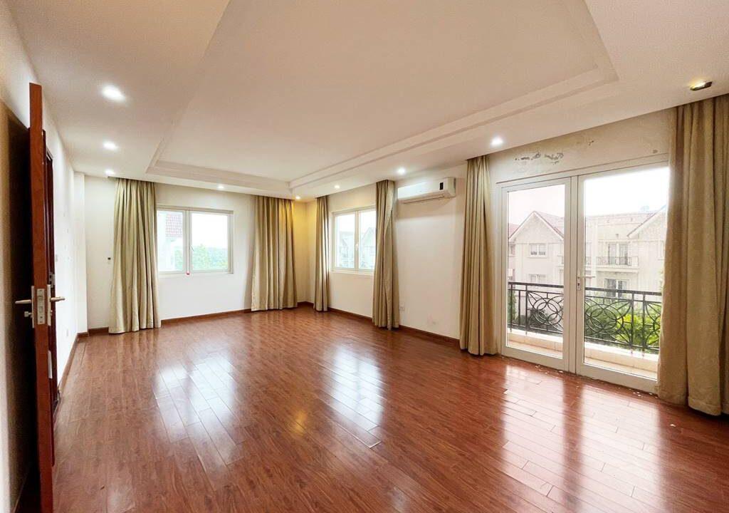 Cho thuê biệt thự không đồ Vinhomes Riverside - 225m2 - view sông (8)