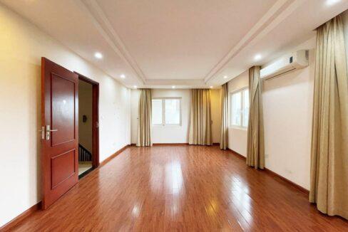 Cho thuê biệt thự không đồ Vinhomes Riverside - 225m2 - view sông (9)